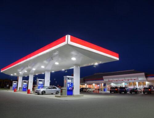 Realizacja projektów wielkogabarytowych i wielkometrażowych. Kompleksowe oznakowanie stacji paliw