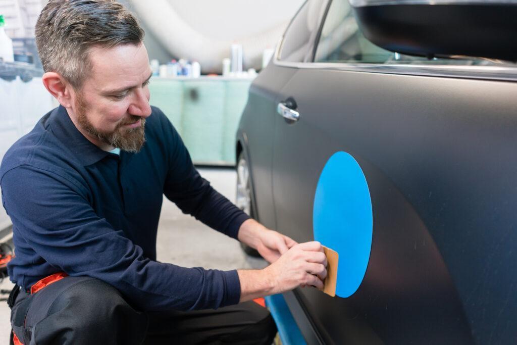 Oklejanie samochodów firmowych. O czym warto pamiętać?